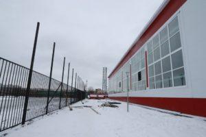 Фокинский бассейн и прилегающее футбольное поле разделит 4-метровый забор