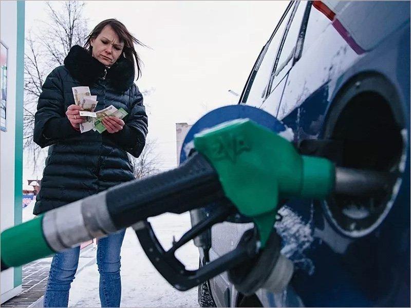 За новогодние каникулы цены на бензин в России не повысились, а взлетели – Росстат
