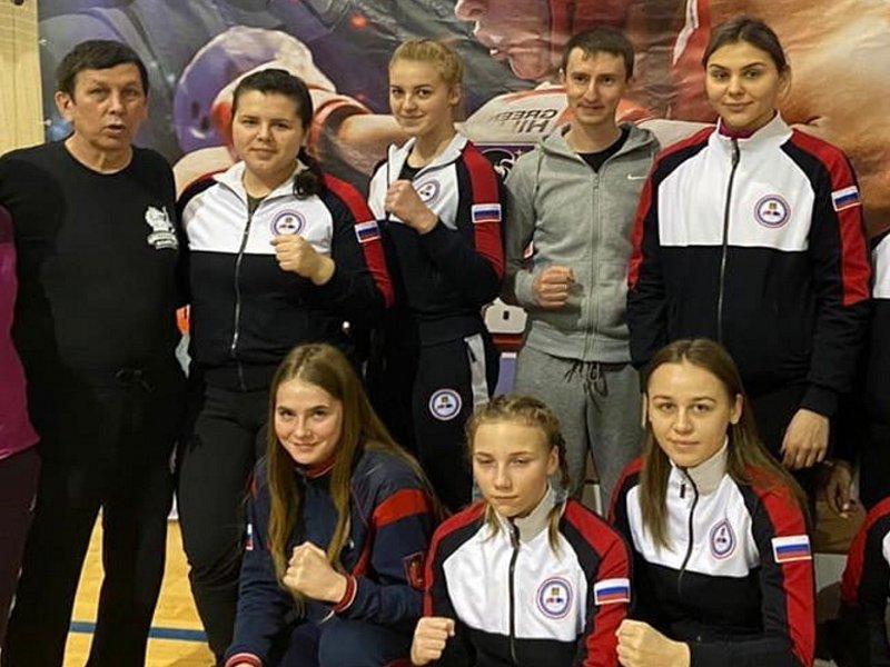 Брянская женская сборная по боксу привезла из Подмосковья восемь медалей и командное серебро