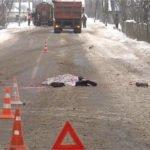 В Брянской области мужчина бросился под «КамАЗ» и погиб