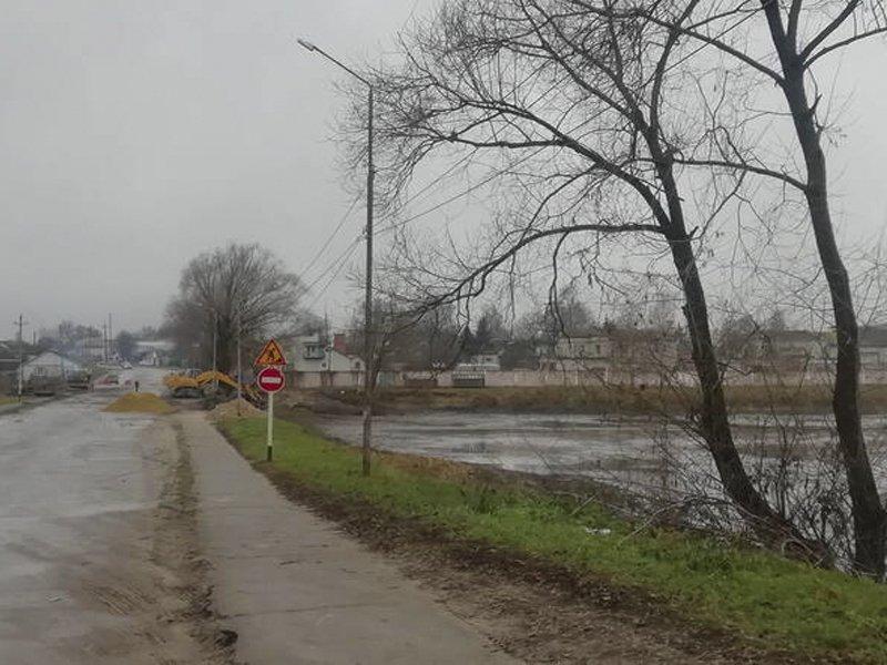 В Климово реконструируют дамбу и очистят озеро