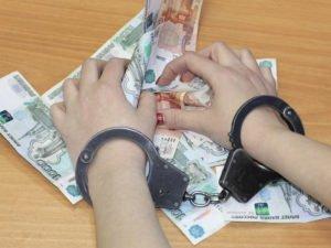 Жительница Брянского района при попытке продать платок утащила деньги из чужого дома