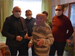 Дятьковский юбиляр-аграрий получил поздравления с 85-летием