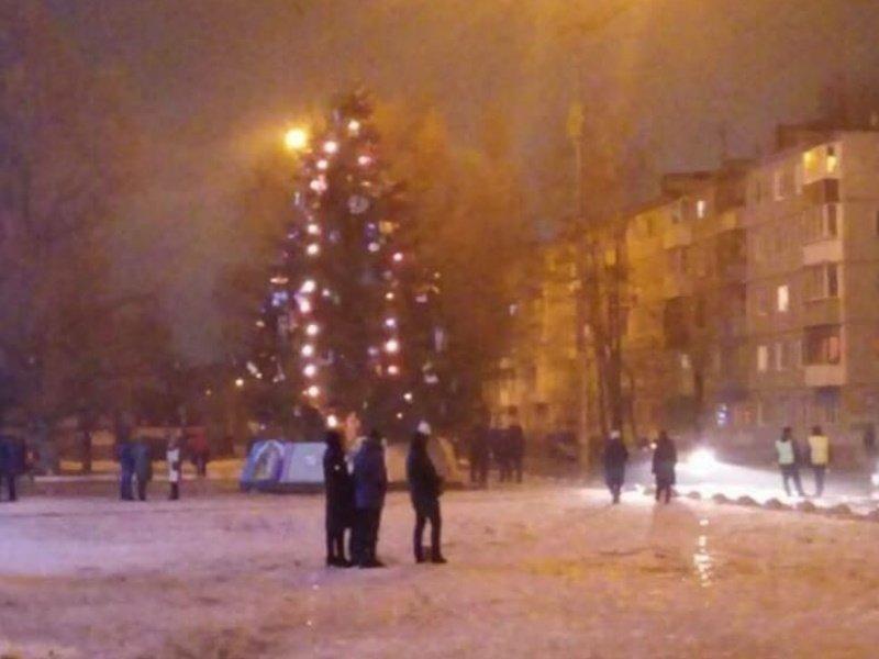 В новогоднюю ночь Брянск стал городом одиноких ёлок и одиноких полицейских.
