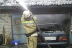 В Погаре утром сгорела машина в гараже. Есть пострадавший