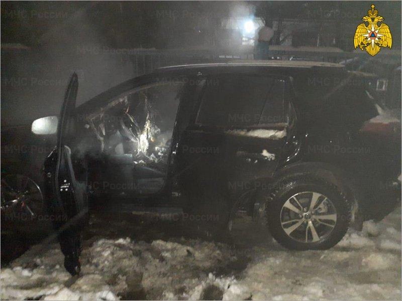 В Брянске ночью неизвестные сожгли автомобиль директора телеканала «Городской»