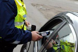 В Брянске добровольно-принудительно растонировали ещё десяток автомобилей