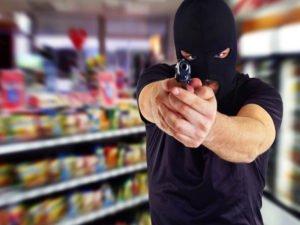 Отважная продавщица дала отпор брянскому разбойнику-неудачнику