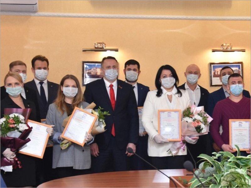 Брянские волонтёры награждены памятными медалями «#МыВместе»
