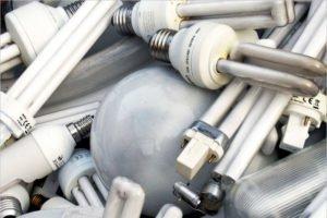 Брянская мусорная компания обещает штрафовать на 250 тысяч за каждую выброшенную лампочку