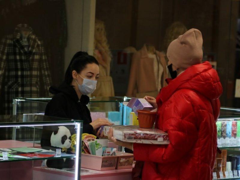 На нарушении масочного режима в Брянске попались продавец «Калиты» и покупатель «Пятёрочки»
