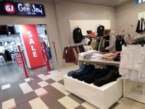 В Брянске на нарушении масочного режима попались продавец ТЦ «Тимошковых» и покупатель в «Мельнице»