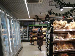 В Брянске без масок попались ещё два человека: продавец и покупатель