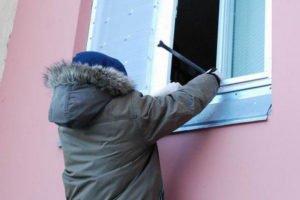 «Детишки» из Рогнедино ограбили подсобку местного стадиона. Похищенное искали долго