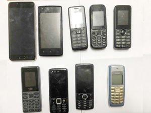 До сидельцев клинцовской колонии не долетело три свёртка с телефонами
