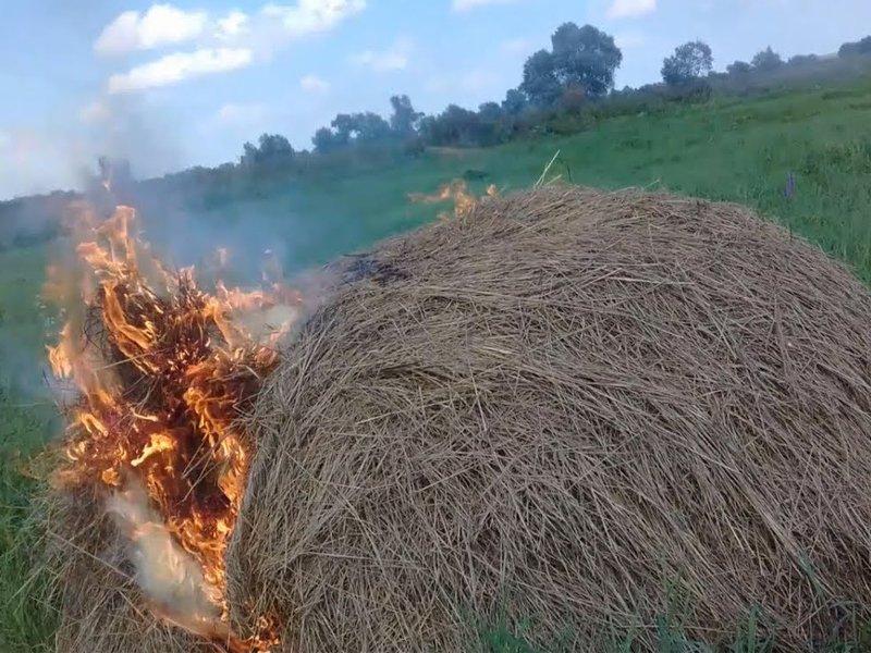 «Насолил»: недружелюбный житель Суражского района спалил почти две тонны сена односельчанина