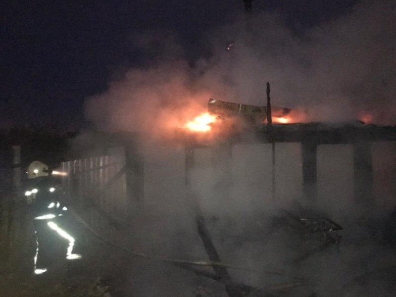 В Брянске на улице Космонавтов сгорела хозпостройка. Травмированных нет