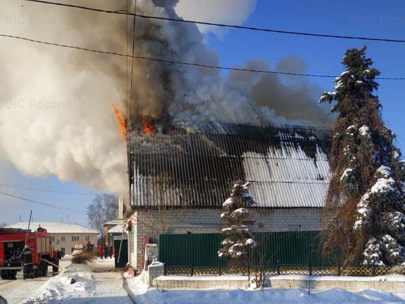 В доме в центре Мглина выгорел мансардный этаж