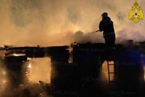 Ночной пожар в Почепском районе тушили больше часа