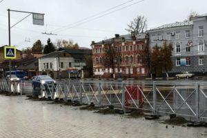 В Брянске за год установлено почти 3,5 км заборов вдоль городских дорог