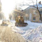 Улицы Брянска откапывают от снега
