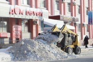Улицы Брянска откапывают из-под снега
