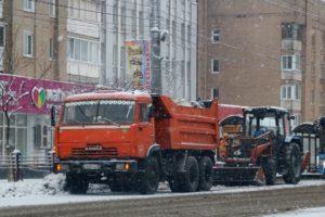 Брянские коммунальщики пытаются справиться со снегопадом