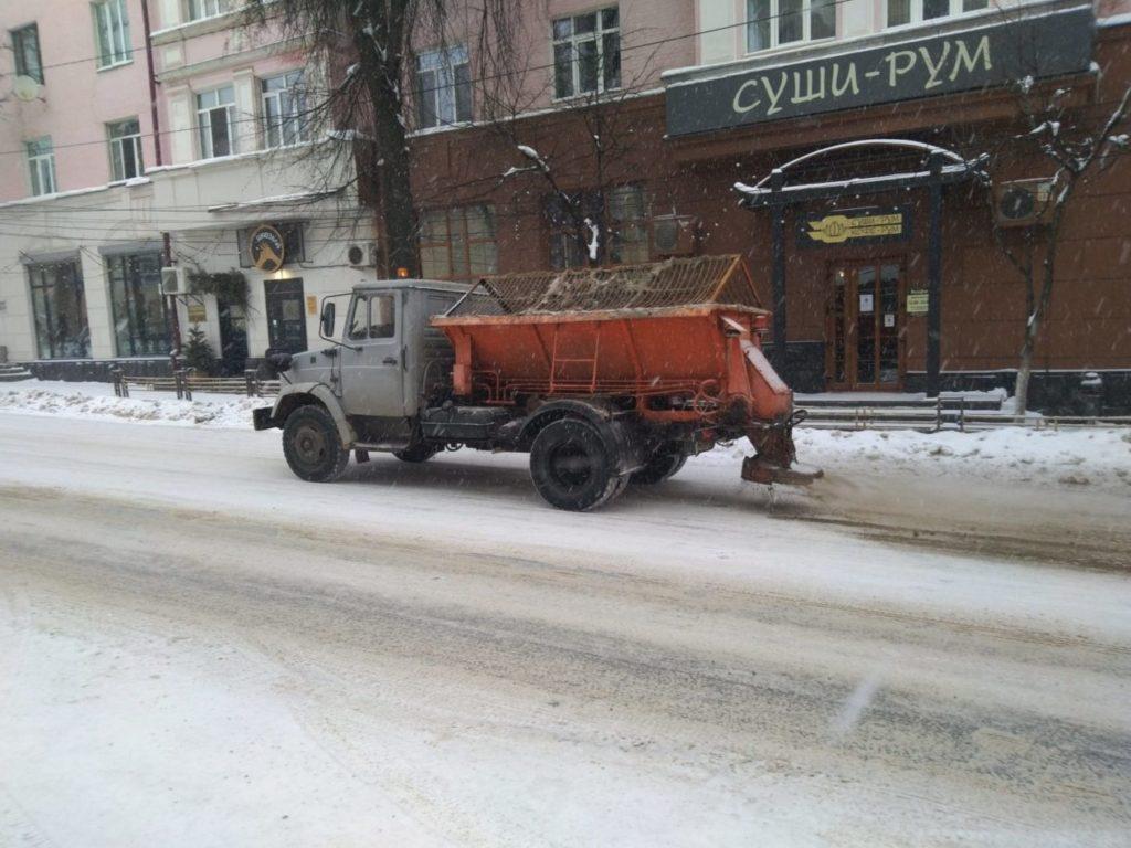 Коммунальщики Брянска вышли на борьбу с накатом