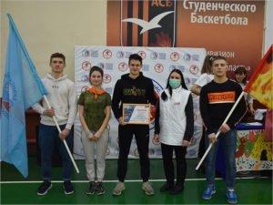 Брянских студентов-спортсменов поздравили с праздником и отблагодарили за макулатуру