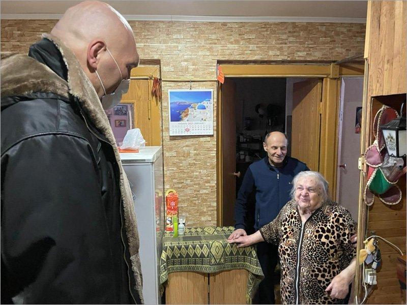 Депутат Госдумы передал продуктовые наборы брянским ветеранам