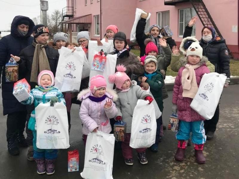 Брянский театр кукол отправил подарки в почепский социальный приют