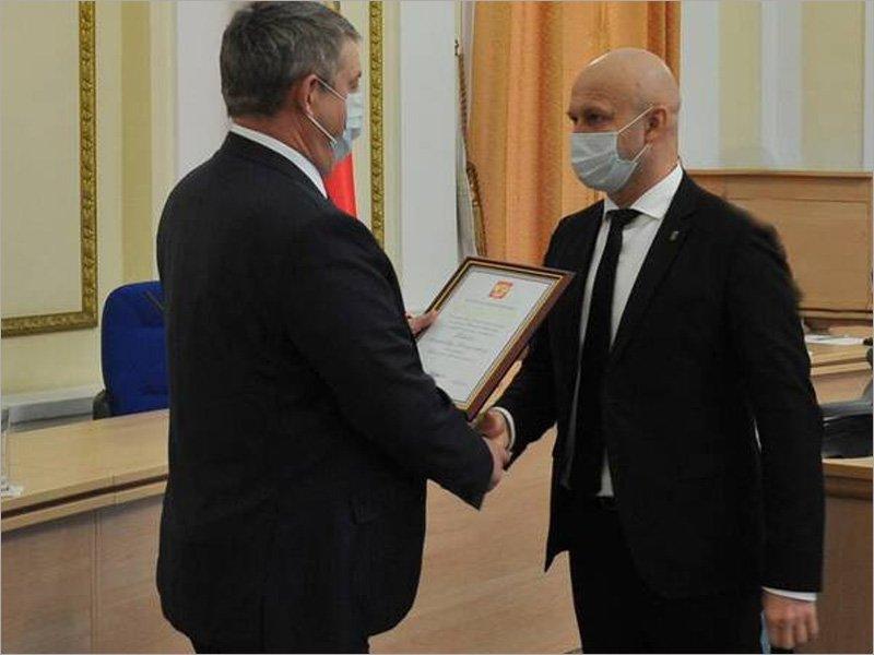 «Казус Коробко»: отставной чиновник до сих пор числится замом губернатора