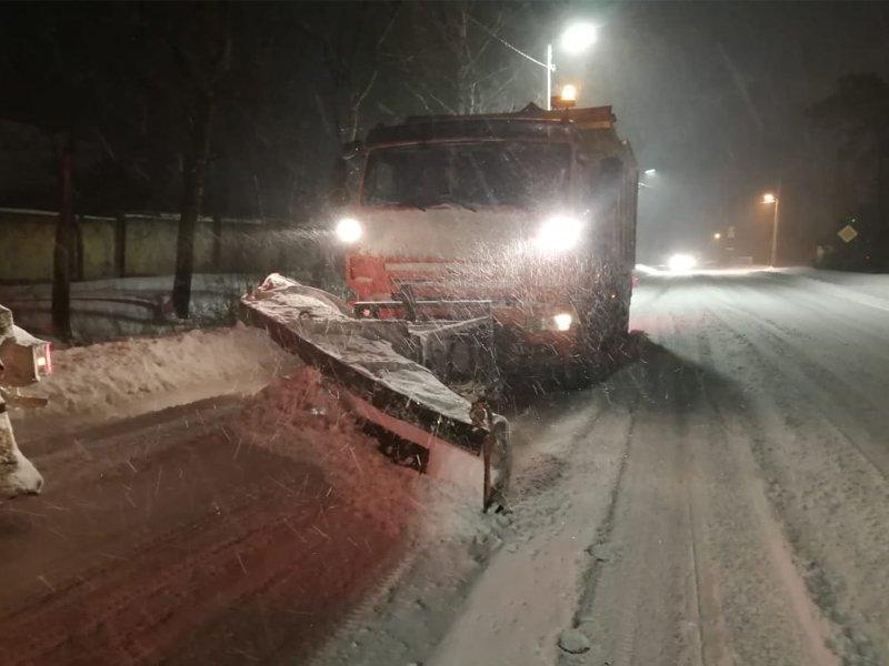 Дороги в пригородах Брянска чистили всю ночь