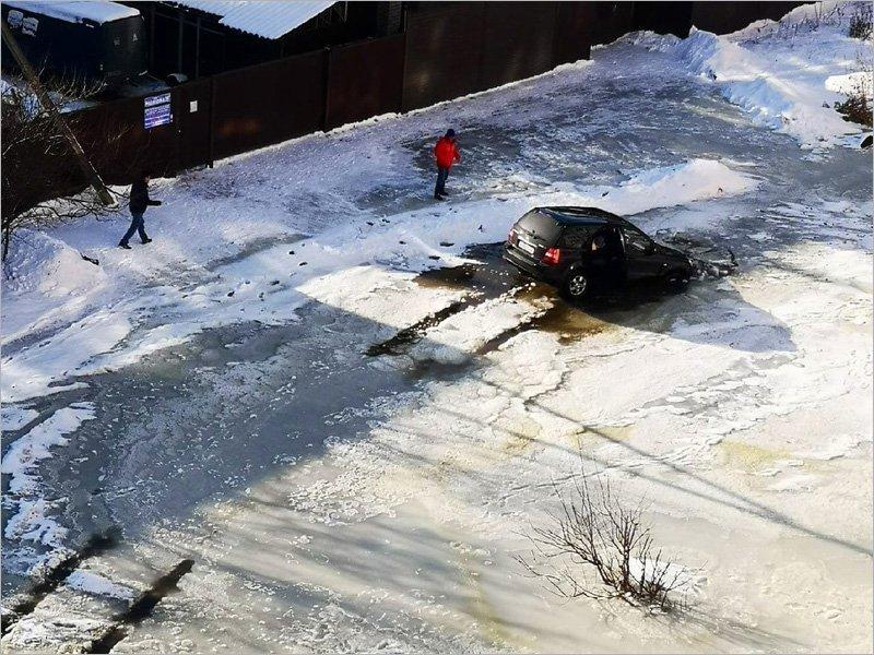 Брянские власти обещают убрать «озеро» на улице Медведева бесполезной ливневой канализацией