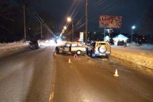 В субботнем автозамесе на Калинина пострадали водитель и пассажир легковушки