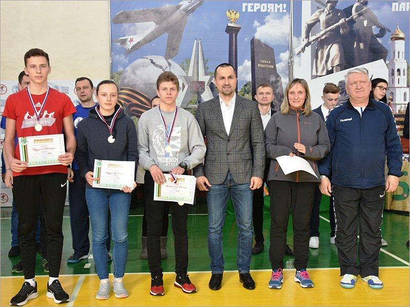 Студенты Брянского училища олимпийского резерва отметили 23 февраля спортивной эстафетой
