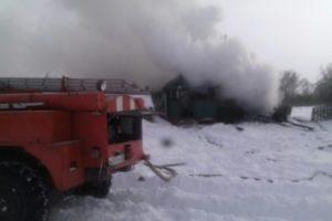 В брянском селе под Суземкой сгорела крыша частного дома, спасён человек
