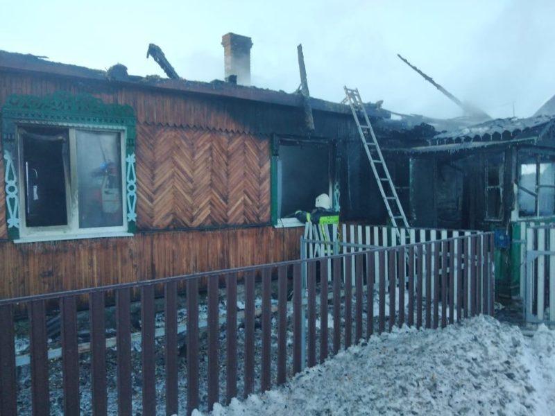 В Большом Полпино под Брянском пожарные за полчаса справились с полыхавшей крышей