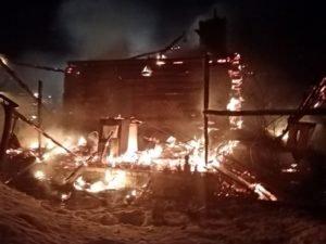 Брянские пожарные  пять часов тушили пожар в Лопандино. Погибла женщина
