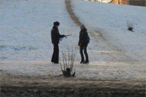 Дорожная полиция в Брянске просит родителей ликвидировать стихийные снежные горки у обочин дорог