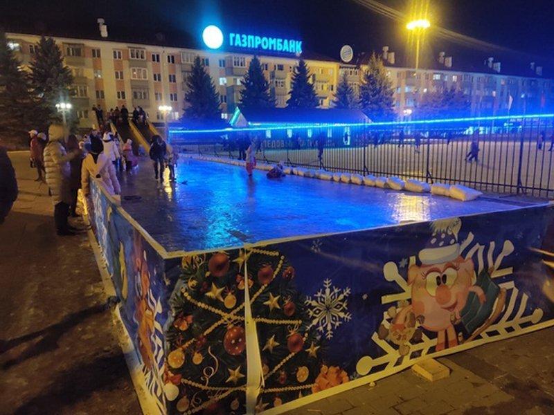 Ледовый каток на площади Партизан дарит посетителям два бесплатных часа