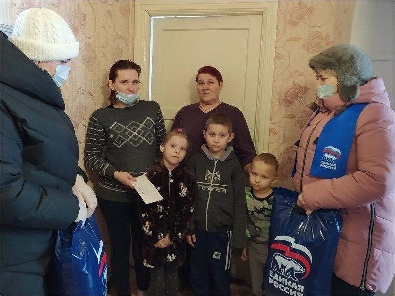 Клинчане помогли многодетной маме, потерявшей жильё в пожаре