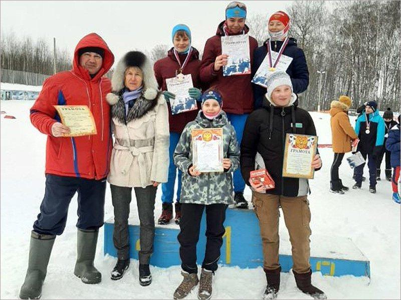 Участники лыжного турнира Ларисы Куркиной получали награды из её рук