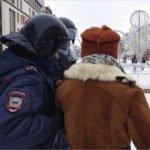 Брянская полиция требует от журналистов ходить по городу в «специальных жилетах»