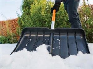 Цена снеговой лопаты в Брянске  добралась до 600 рублей