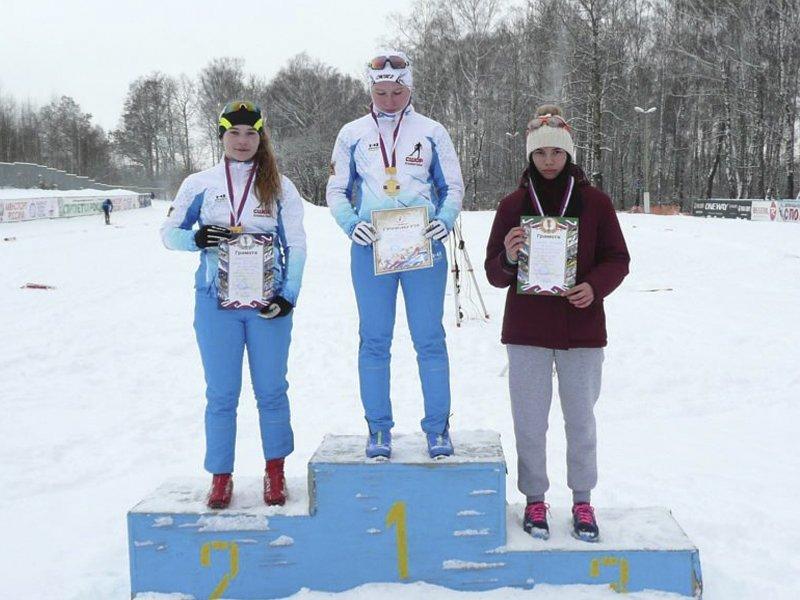 Егор Баканов и Злата Касьянова стали абсолютными победителями первенства области по лыжным гонкам