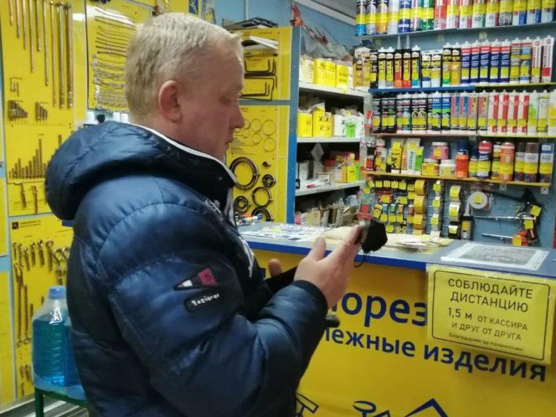 На выходных в Брянске отловили четырёх продавцов-«безмасочников»