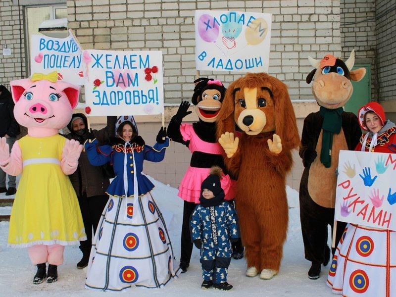 Брянские актёры и волонтёры скрасили будни маленьких пациентов онкоцентра