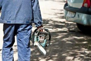 Воспользовался гостеприимством: житель Почепа, уходя от приятеля, решил прихватить его бензопилы