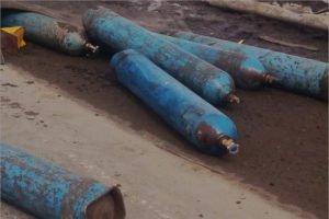 В Брянске после ДТП по дороге рассыпались баллоны с кислородом